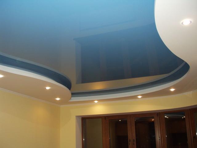 Преимущества и недостатки натяжных потолочных изделий из синтетической ткани