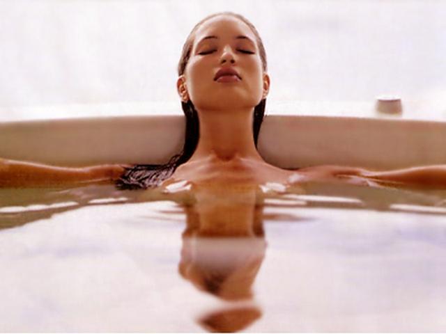 Улучшается обмен веществ, снижается стресс, повышается эластичность и упруг