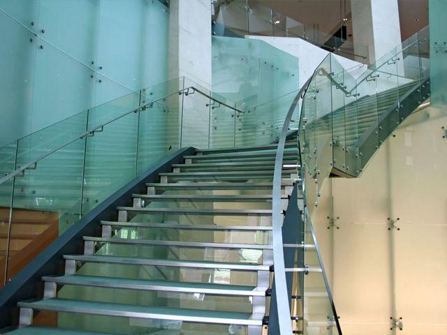 Стеклянные лестницы винтовая лестница