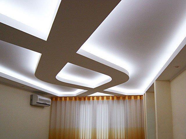 Удобство скрытой подсветки потолка