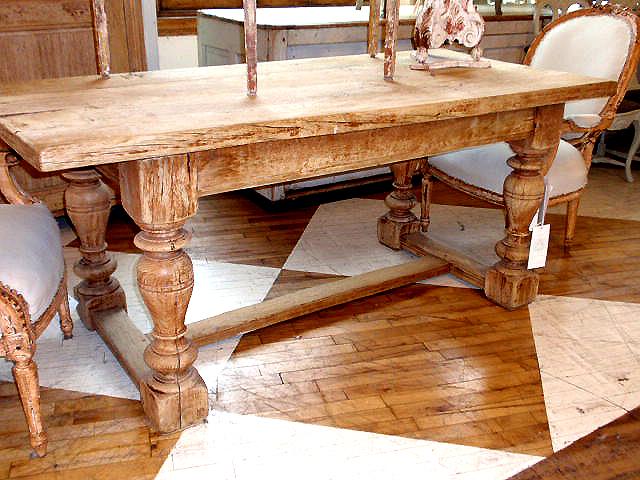 Плюсы и минусы столов из массива дерева