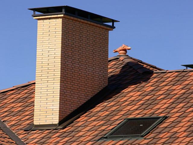 Дымоход для твердотопливных котлов через крышу.
