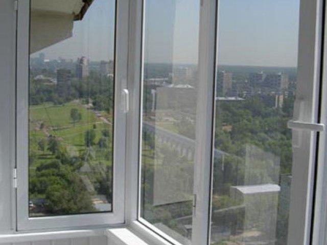 Остекление балконов металлопластиком