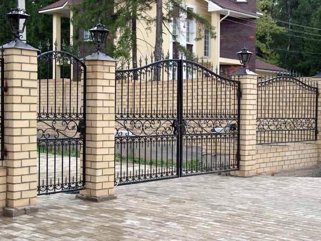Выбираем металлические ворота