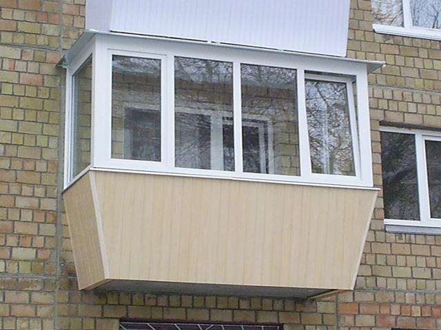 Преимущества выносного остекления балкона